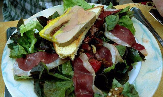 Auberge des Marronniers: Salade perigourdine