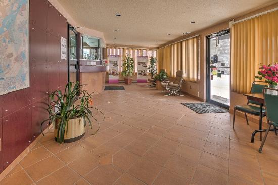 Motel pignons rouges montr al canada voir les tarifs for Motel bas prix
