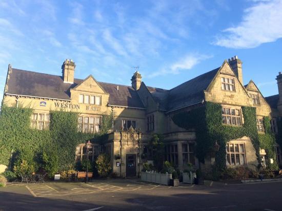 Bulkington, UK: The hotel during daytime