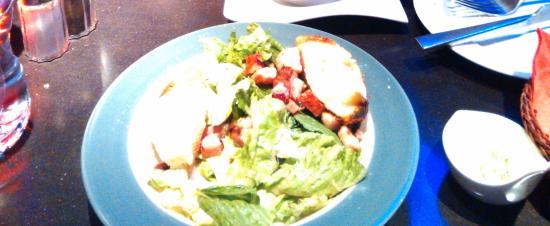 Brasserie Au Bon Plaisir: delicious warm goat cheese salad with bacon