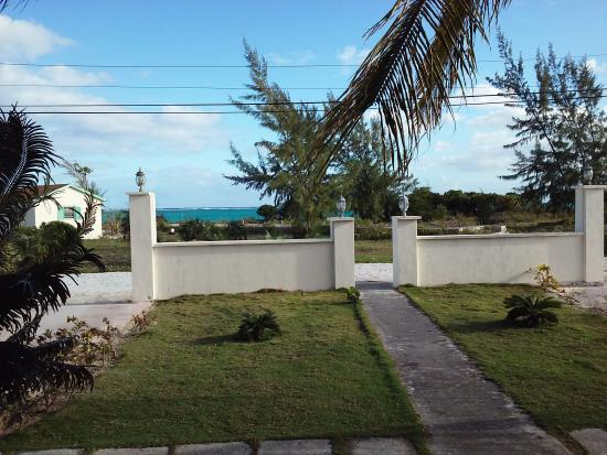 Whitby, North Caicos: Front yard, beach across the street