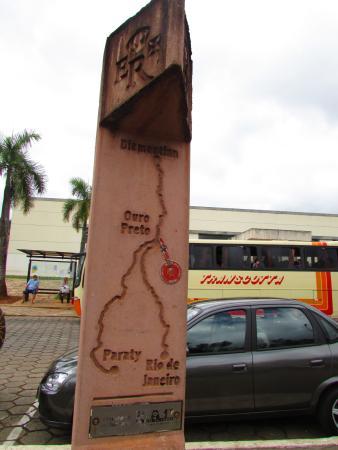 State of Minas Gerais: Caminho dos Diamantes - marco da Estrada Real em Mariana
