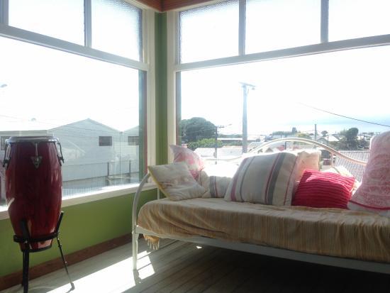 Νέο Πλίμουθ, Νέα Ζηλανδία: nice cozy room behind the living room :) love it