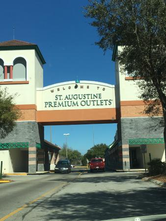 St. Augustine Premium Outlets : we have arrived ready to shop!!