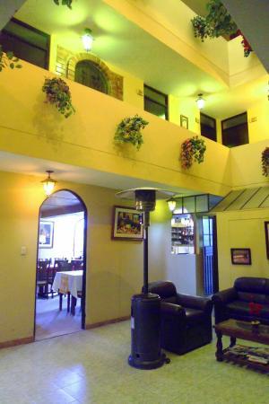 La Posada del Conde: Interior y exterior del hotel