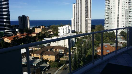 Broadbeach Savannah Resort: 20160118_170639_large.jpg