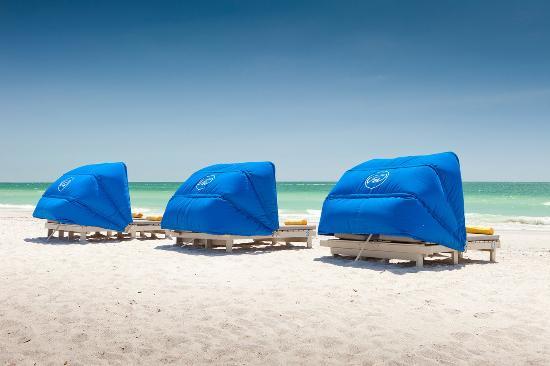 Guy Harvey Outpost, a TradeWinds Beach Resort: Beach Cabanas