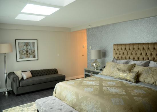 Rosellen Suites At Stanley Park: Penthouse Master Bedroom