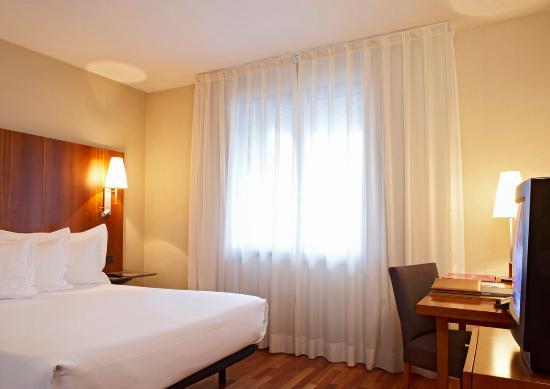 AC Hotel Ciudad de Pamplona: AC Room