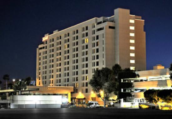 Marriott Riverside at the Convention Center: Exterior