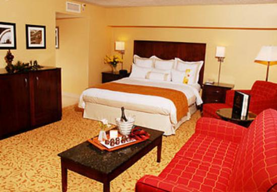 Marriott Riverside at the Convention Center: Junior King Suite