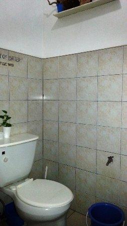Trafalgar Cottages: Shared Toilet