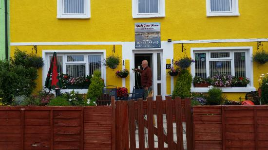 Burry Port, UK: Our front garden