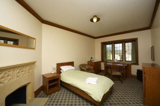 Magdalen College Accommodation: Grove room, en-suite