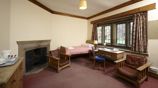 Magdalen College Accommodation: Standard room on main site