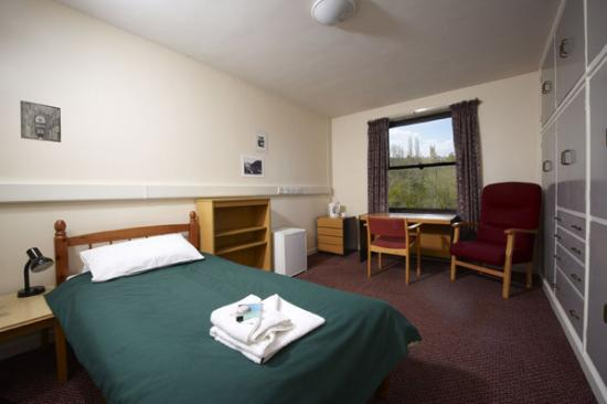 Magdalen College Accommodation: Waynflete Building room