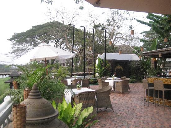 วิลลาวังเวียงริเวอร์ไซด์: Resaurant patio