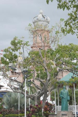 Puerto Vallarta Walking Tours: Started in the town square, and worked our way around to shops, markets and churches