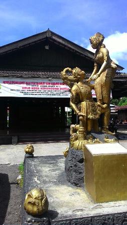 Sriwedari Park: Statue inside Taman Sriwedari