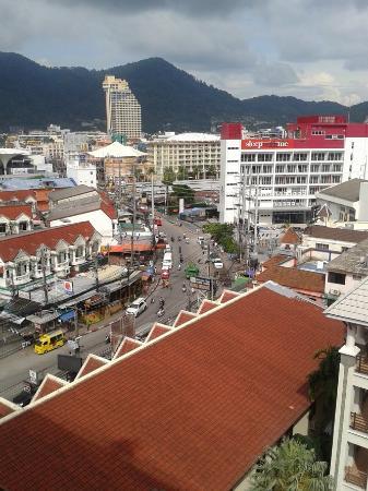Amata Patong: 晴天の部屋からの眺め。街並み一望。