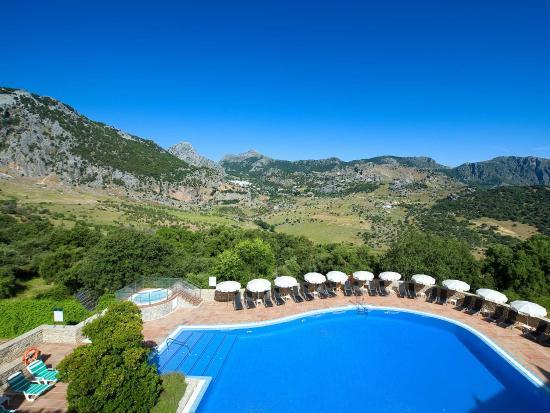 Hotel Fuerte Grazalema: Piscina del hotel con vistas