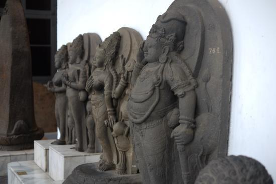 National Museum: patung budha