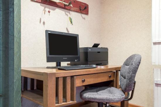 Comfort Suites Rapid River Lodge: Business center