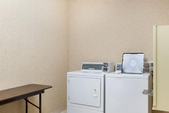 Comfort Suites Rapid River Lodge: Laundry