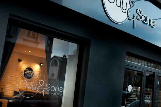 Photo of American Restaurant Guy & Sons at 44 Rue Fontgieve, Clermont-Ferrand 63000, France