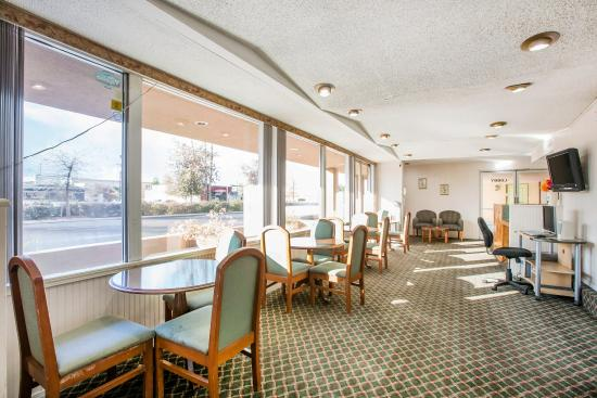 Econo Lodge Sequoia Area: Breakfast Area