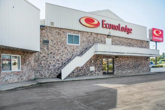 Econo Lodge Darien Lakes: Exterior