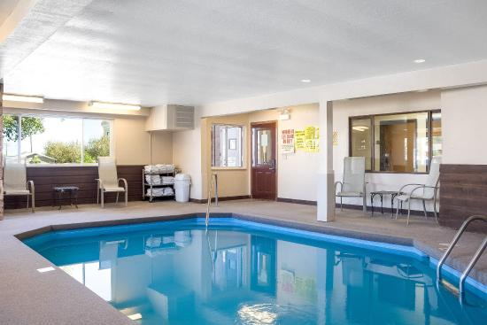 Econo Lodge Custer: Pool