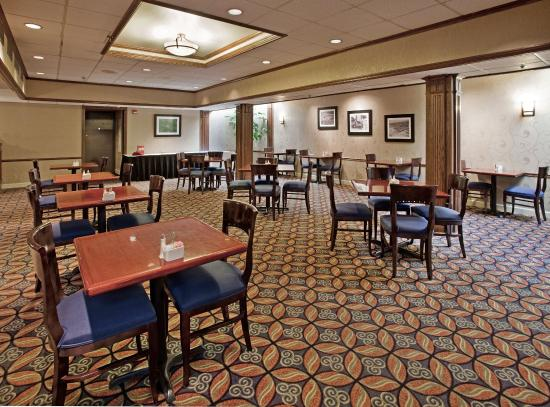 Holiday Inn St. Louis Airport: Serving all of your traditional favorites