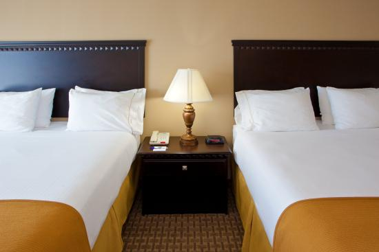 Holiday Inn Express Hotel & Suites Tappahannock: Our plush beds offer you a comfortable night's sleep