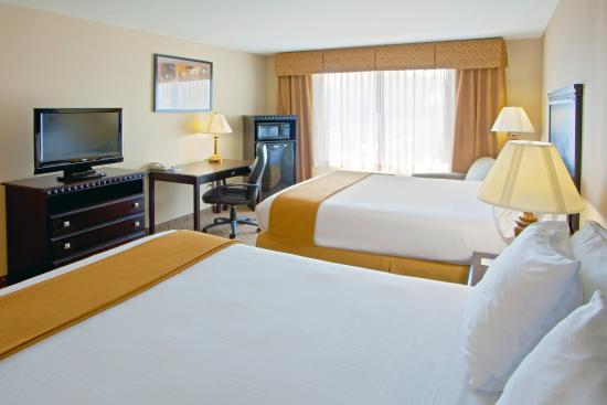 Holiday Inn Express Hotel & Suites Tappahannock: Our rooms feature 32' LCD TVs, and Micro-Fridge