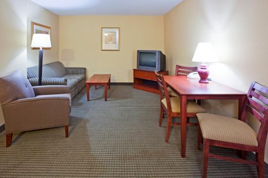 Vadnais Heights, MN: Two Bedroom Suite with Full Size Sofa Sleeper
