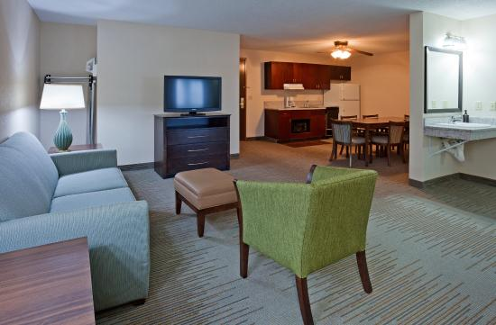Vadnais Heights, MN: Two Bedroom Extended Stay Suite