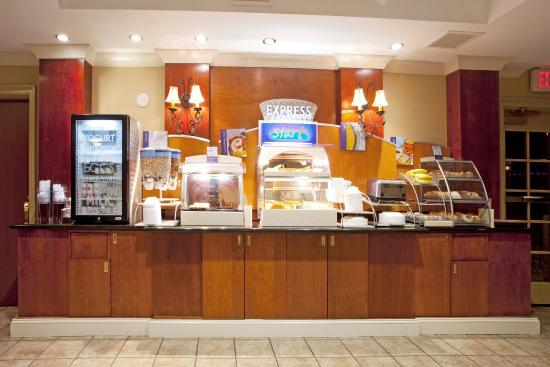 Holiday Inn Express Hotel & Suites Quincy I-10: Complimentary Dining Area