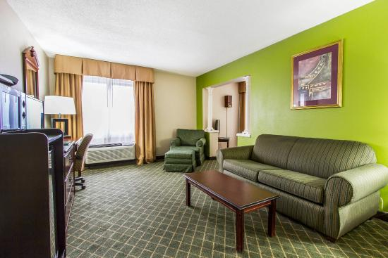 Saraland, AL: Double Suite