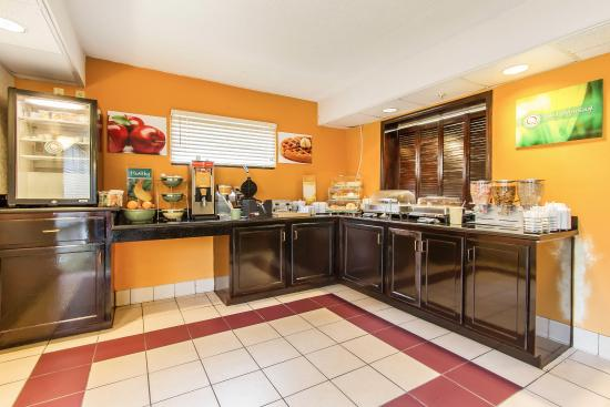 Saraland, AL: Breakfast Area