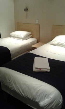 chambre lits jumeaux picture of alhambra hotel london tripadvisor. Black Bedroom Furniture Sets. Home Design Ideas