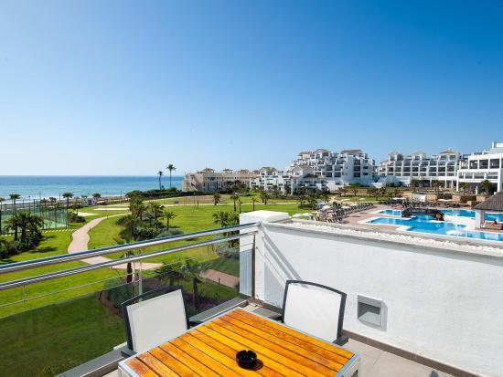 Hotel Fuerte Estepona: Terraza de la Habitación Doble Frontal de los Apartamentos de 1 y 2 dormitorios