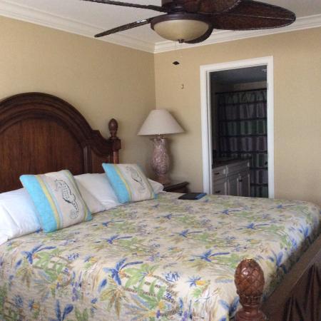 Carlos Pointe Beach Club Condominiums: photo5.jpg