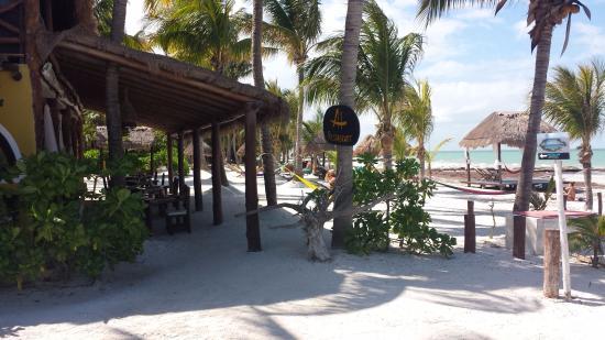 Amaité Hotel & Spa: Amaite Hotel is right on the beach.