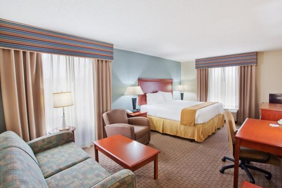 Holiday Inn Express Hotel & Suites Covington: King Bed Guest Room