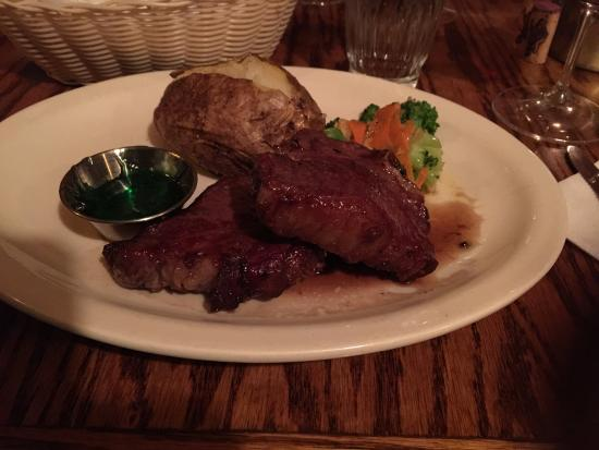 Blue Spruce Inn : Lamb T-Bone with mint jelly and carrots and broccoli
