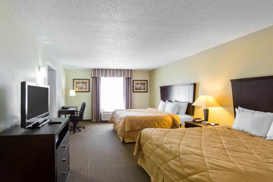MainStay Suites Knoxville: Suite with two queens