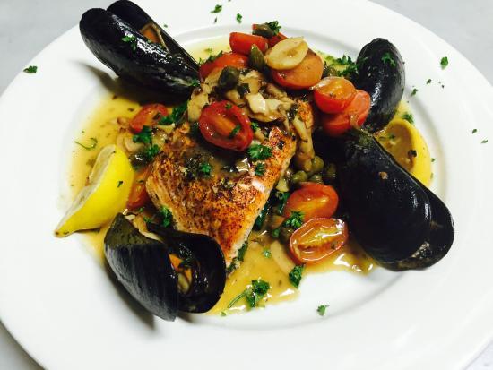 Fratelli's Italian Restaurant : Salmon Picatta