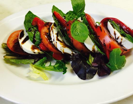 Fratelli's Italian Restaurant : Caprese Salad
