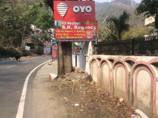 Hotel S.K. Regency: Das Hotel ist nicht an der von Tripadvisor bezeichneten Stelle sonder Ca. 1 km weiter weg.m